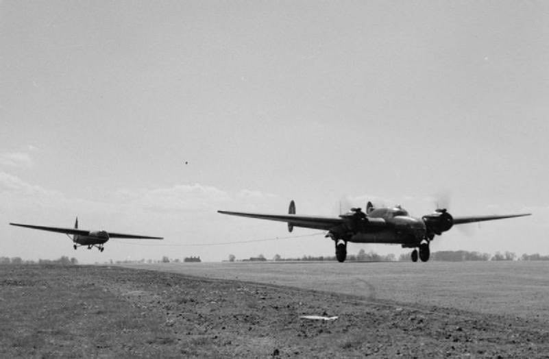 HARWELL 4 Armstrong Whitworth Albemarle towing an Airspeed Horsa courtersy of Harwell Campus